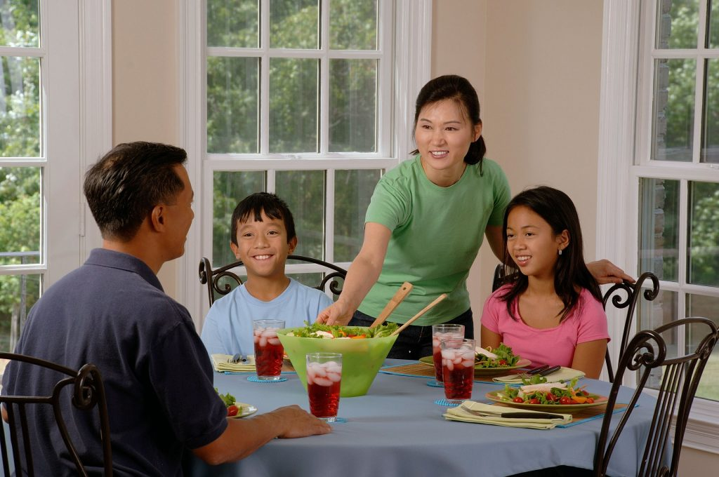 5 Reasons ESL Students and Their Parents Should Speak English at Home (at dinner, for example)